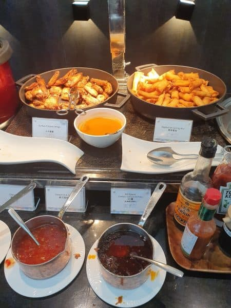 Hot snacks in AMEX Centurion Lounge in Hong Kong