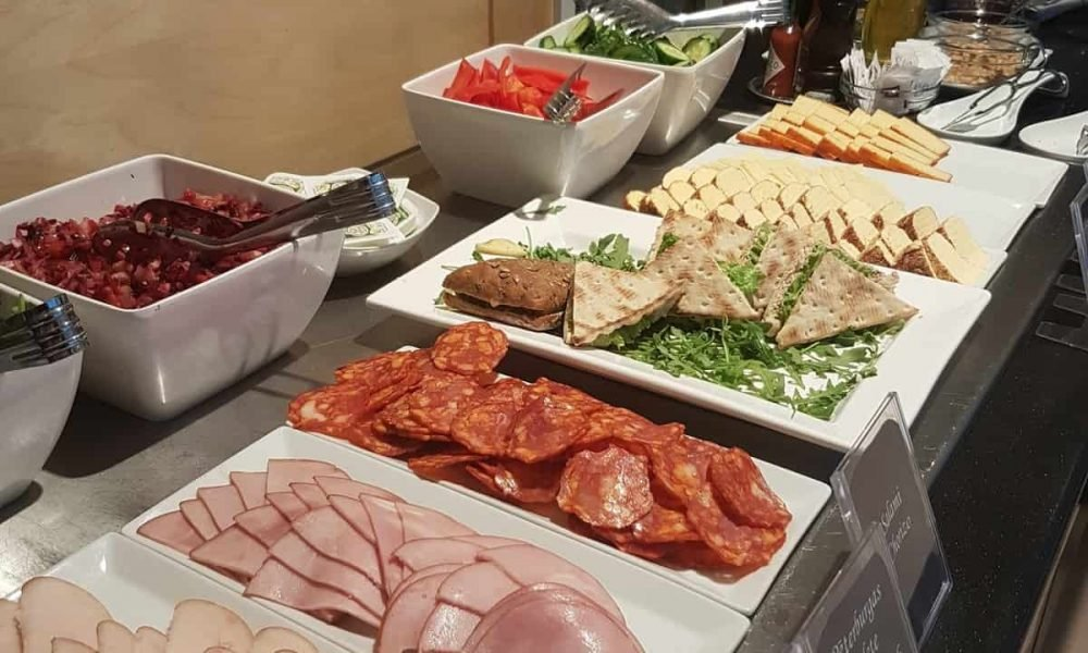 How do I conduct an Airline Lounge Nutrition Review?
